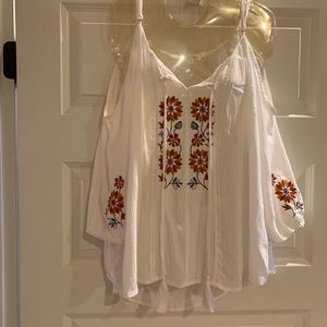 Cold shoulder boho top Size XL Beautiful! Like new